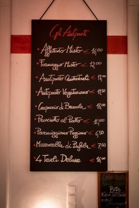 Die Antipasti Speisekarte des Quattro Tavoli, auf einer Schieferntafel, Parmiggiano Reggiano, Antipasto, Formaggio