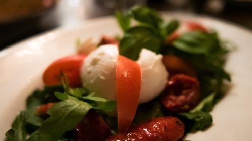 Bueffelmozzarella Caprede salat mit Rucola