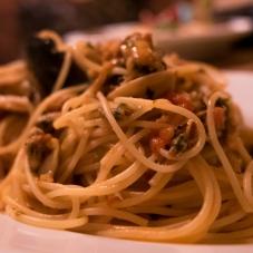 Ein teller mit Spaghetti Vongole